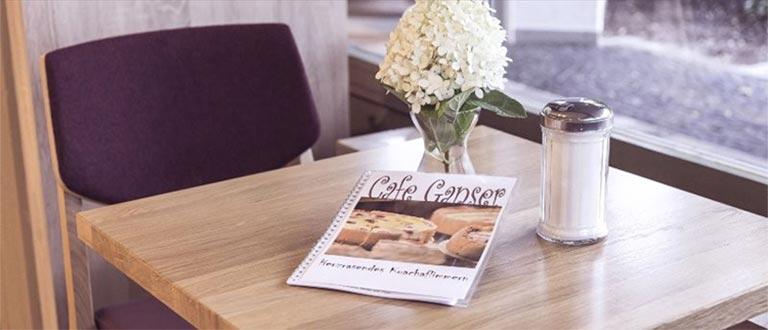Cafe Ganser Tisch